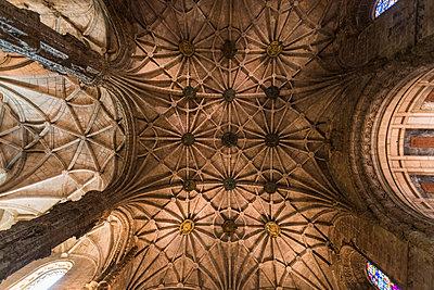 Portugal, Lisbon, Jeronimos monastery, ceiling - p1332m2197126 by Tamboly