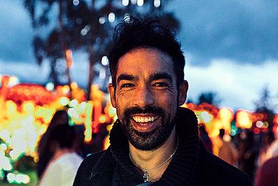Lächelnder Mann - p1491m1582665 von Jessica Prautzsch