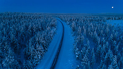Country road at winter - p312m1557225 by Hans Berggren