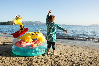 Bye-bye beach - p454m1516022 by Lubitz + Dorner