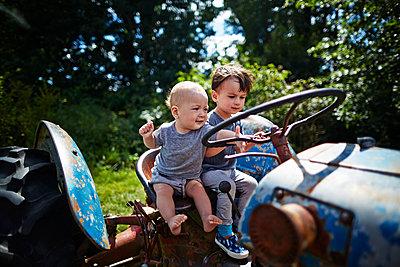 Traktor fahren - p584m1004609 von ballyscanlon