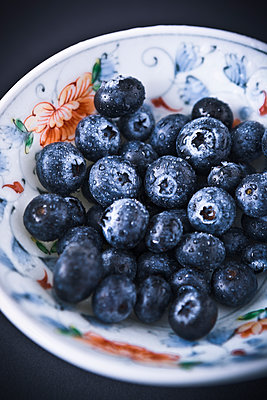 Blueberries - p1149m1515201 by Yvonne Röder