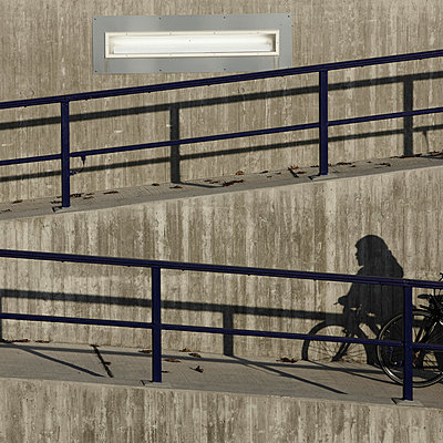 View of concrete wall at Frankfurt airport - p300m659905f by Tom Hoenig