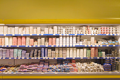 Supermarktregal - p4350067 von Stefanie Grewel