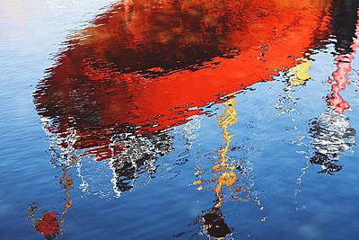 Reflexion eines Schiffes - p1006m1441816 von Danel