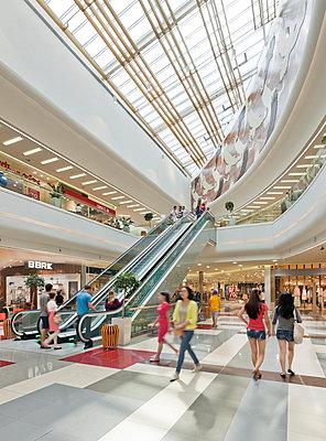 Einkaufscenter - p390m951975 von Frank Herfort