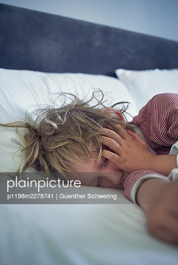 Sleeping boy - p1198m2278741 by Guenther Schwering