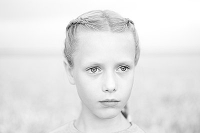 Portrait of girl with pigtails - p552m2100576 by Leander Hopf