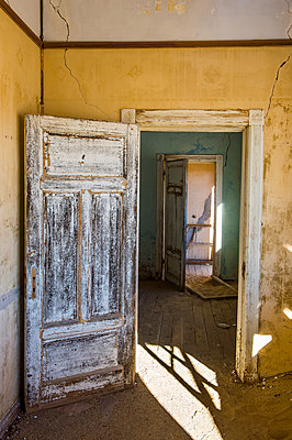 Interior of a colonial house, old diamond ghost town, Kolmanskop (Coleman's Hill), near Luderitz, Namibia, Africa - p871m1478785 by Michael Runkel