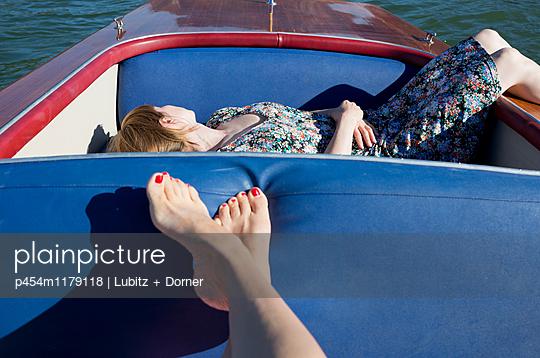 Soigné boredom - p454m1179118 by Lubitz + Dorner