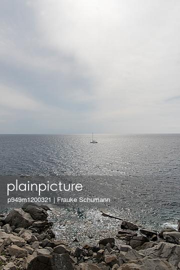 Mittelmeer und Felsenküste - p949m1200321 von Frauke Schumann