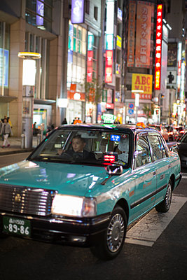 Car traffic in Tokyo - p1134m1440638 by Pia Grimbühler