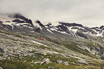 Alpine hut against mountain scenery - p1305m1138652 by Hammerbacher