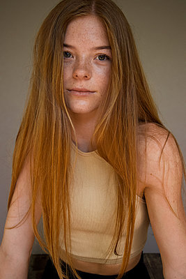 Portrait, teenage girl with freckles and long hair - p1640m2242101 by Holly & John
