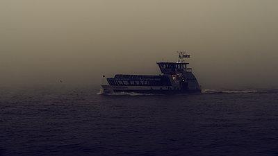 Schiff auf der Elbe - p1696m2294373 von Alexander Schönberg