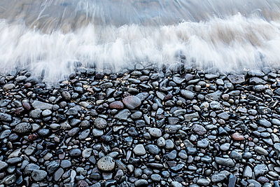 Water washing over pebbles, east coast of Oahu, Hawaii Islands, USA - p343m1543697 by Sean Davey