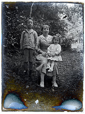 Vintage family photograph - p265m1424815 by Oote Boe