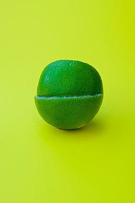 Lime sliced in half - p1228m2110868 by Benjamin Harte