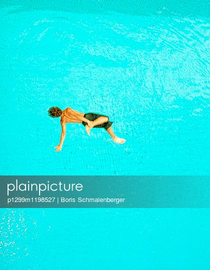 Sprung ins Wasser - p1299m1198527 von Boris Schmalenberger