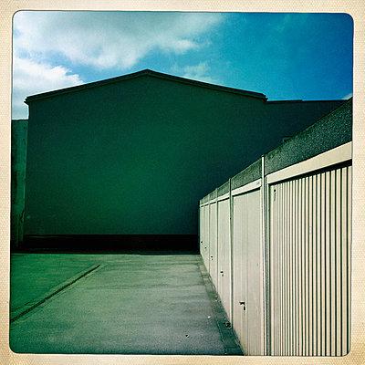 Garage door - p586m822893 by Kniel Synnatzschke