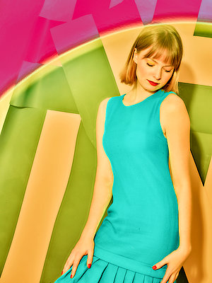 Blonde woman in summer dress - p1484m2158402 by Céline Nieszawer