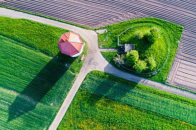 Germany, Baden-Wuerttemberg, Rems-Murr-Kreis, Aerial view of water tower - p300m1587941 by Stefan Schurr