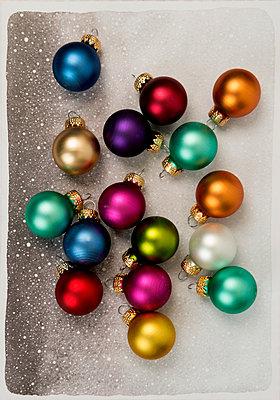 Small christmas balls - p451m2133741 by Anja Weber-Decker