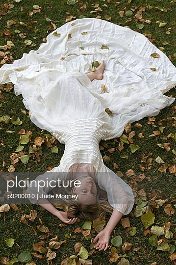 Hochzeitskleid - p9200010 von Jude Mooney