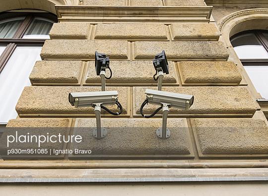 Monitoring cameras - p930m951085 by Ignatio Bravo
