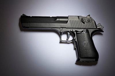 Artificial revolver - p1980311 by David Breun