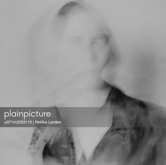 Ghostly portrait - p971m2293113 by Reilika Landen