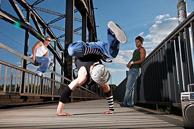 Breakdance - p713m777183 von Florian Kresse