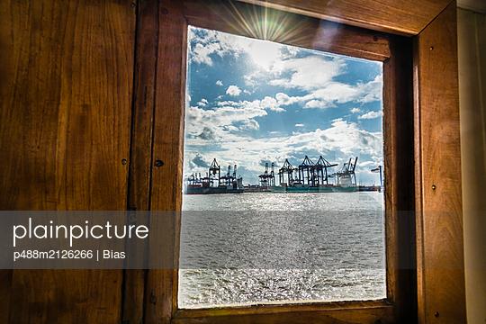 Hafenblick - p488m2126266 von Bias