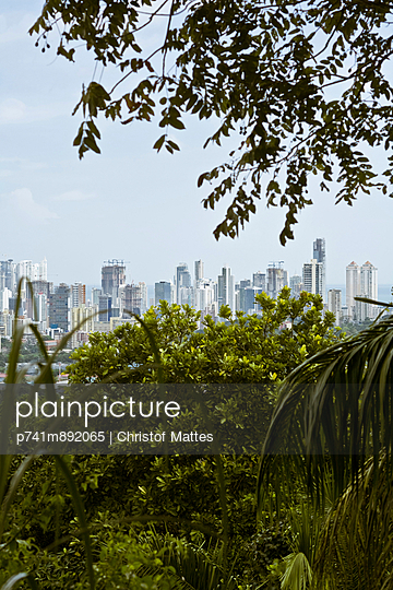 Panama Stadt - p741m892065 von Christof Mattes