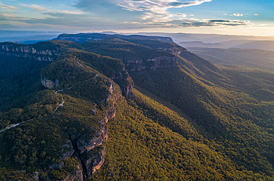 Jamison Valley in Blue Mountains National Park - p1427m2000054 by WalkerPod Images