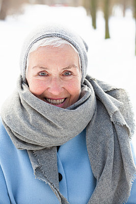 Potrait im Schnee - p981m1590440 von Franke + Mans