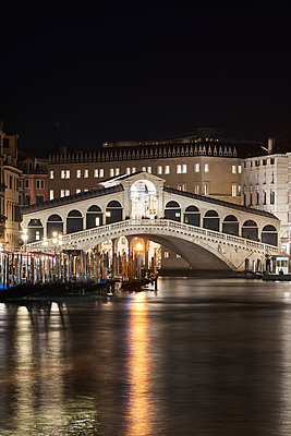 Rialto bridge at night - p1312m2054937 by Axel Killian