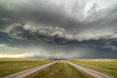Incredible supercell spinning across Wyoming - p924m2213494 by Jessica Moore