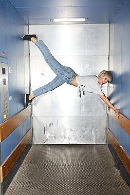 Elevator acrobatics - p276m2115671 by plainpicture