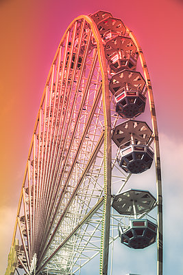 Ferris wheel - p401m2168789 by Frank Baquet