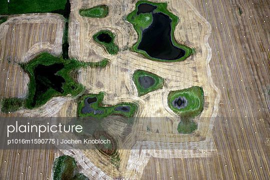 Toteislöcher im Getreidefeld - p1016m1590775 von Jochen Knobloch