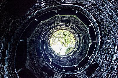 Initiatory well, Sintra - p1329m1172350 von T. Béhuret