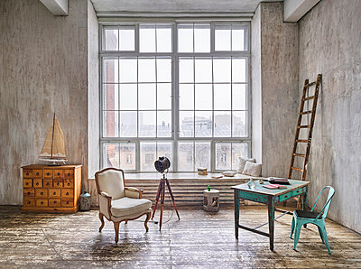 Art studio and loft in factory building  - p390m1477085 by Frank Herfort