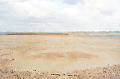 a deserted beach where the sand flies - p1072m993418 by Francoise Hillemand