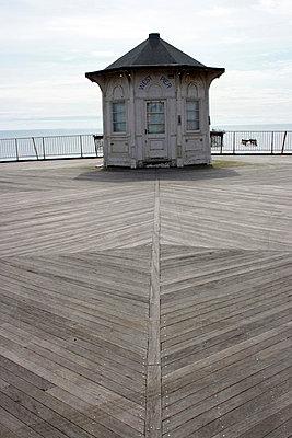 West Pier Hut - p1121m918513 by Gail Symes