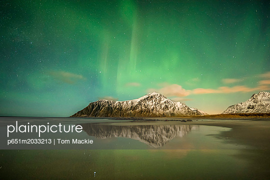 p651m2033213 von Tom Mackie