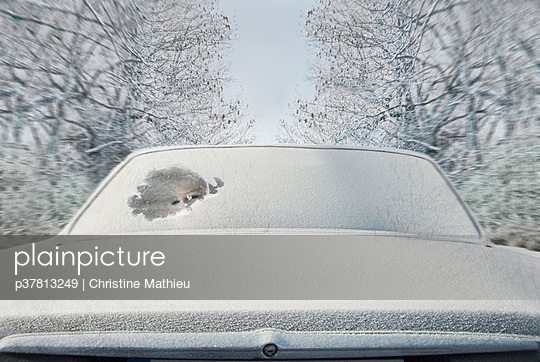 Girl in snowy car - p37813249 by Christine Mathieu
