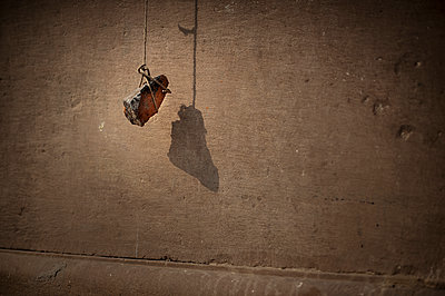 Stone hanging on a string - p1007m1144288 by Tilby Vattard