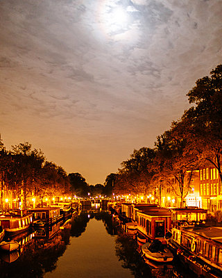 Evening at a canal - p1085m877003 by David Carreno Hansen