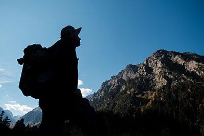 Wanderer im Kausasus - p1363m2054117 von Valery Skurydin